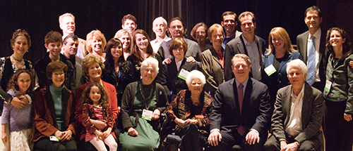 Photo of the Revelle family with Al Gore (Photo / Victor W. Chen)