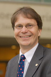 Photo of UCSD bioengineering professor Bernhard Palsso