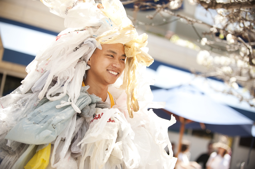 A student sports an outfit made of garbage bags.
