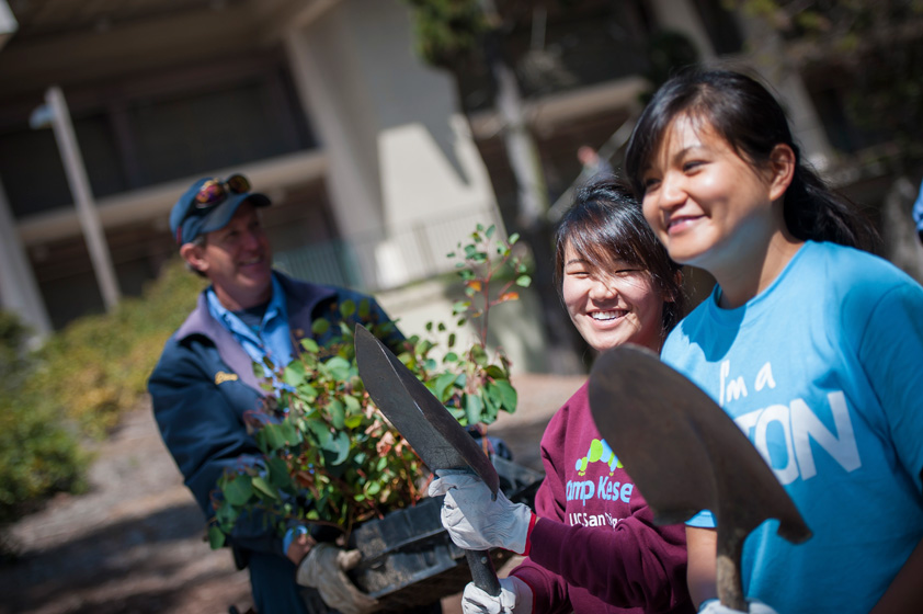 Students, staff and faculty at the University of California, San Diego paid homage to Mother Earth during the university's annual Earth Week celebration April 16-20.<br> <br>Photos by Erik Jepsen/UC San Diego Publications