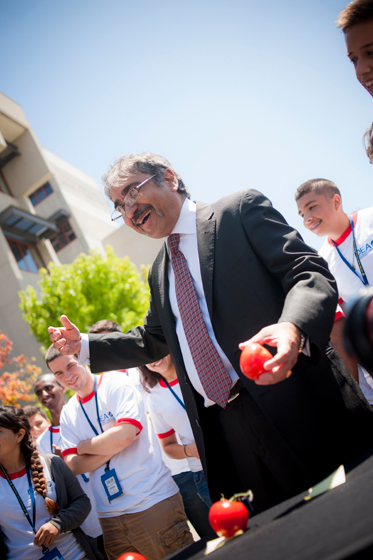 Chancellor Khosla deliberates between the damage of each tomato to determine a winner.