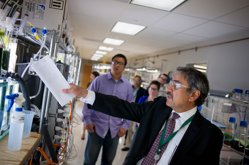 Chancellor Khosla tours the Sapphire Energy offices in La Jolla. Founded by UC San Diego faculty, the company's mission is to change the world by developing a domestic, renewable source of energy.