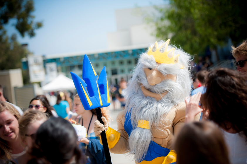 King Triton interacts with students at the Student Service Fair on RIMAC Ridgewalk.
