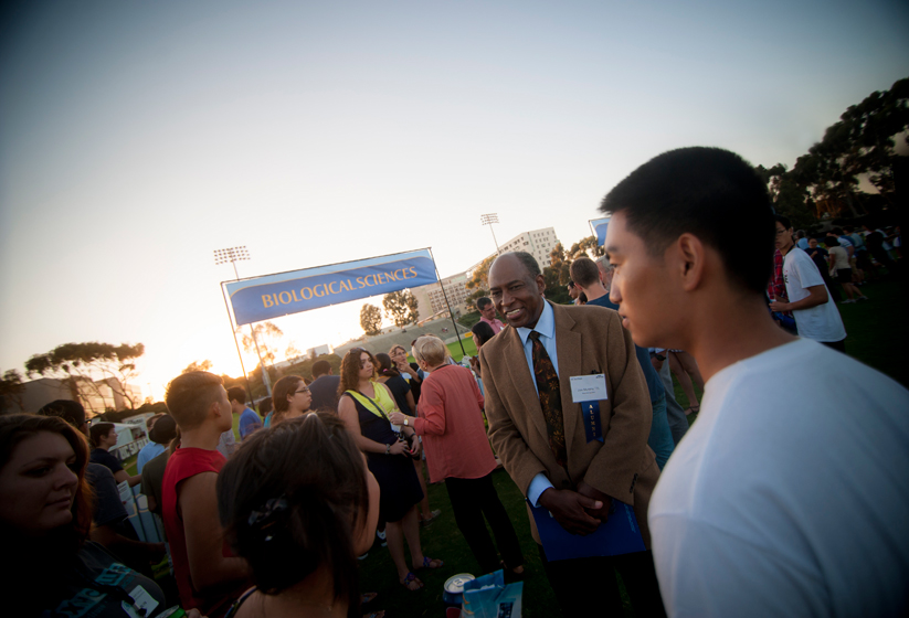 Alumnus Don Murphy delivered the keynote address to thousands of new freshmen and transfer students on RIMAC Field.