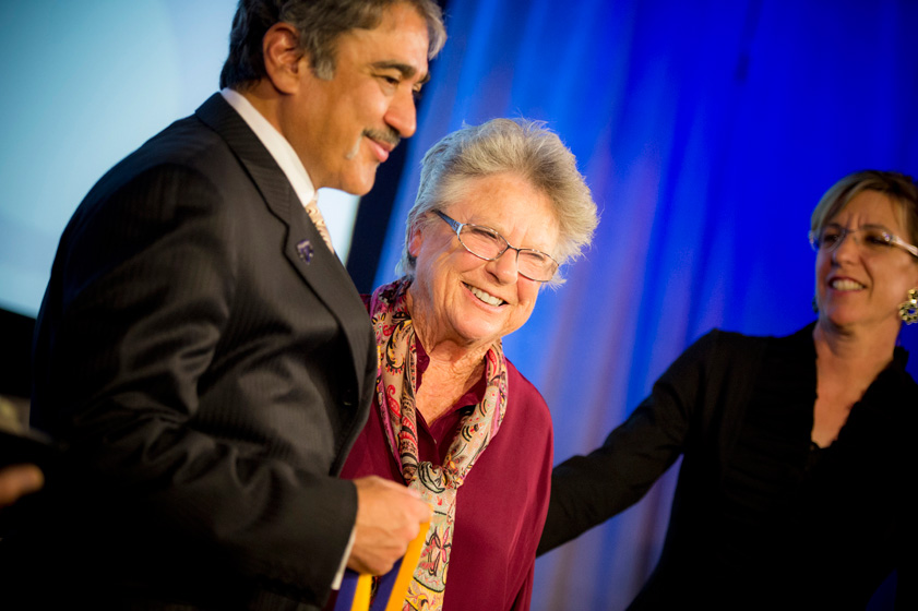 Betty Beyster receives the Chancellor's Medal from Pradeep K. Khosla.