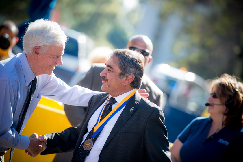 Chancellor Khosla shakes hand with former chancellor Richard Atkinson.