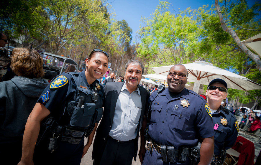 Chancellor Khosla poses for photos with the UC San Diego Police Department.
