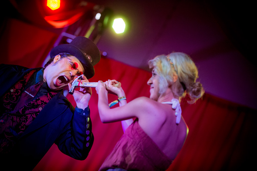 Freakshow Deluxe performer hammers a nail into his head at the Midway.