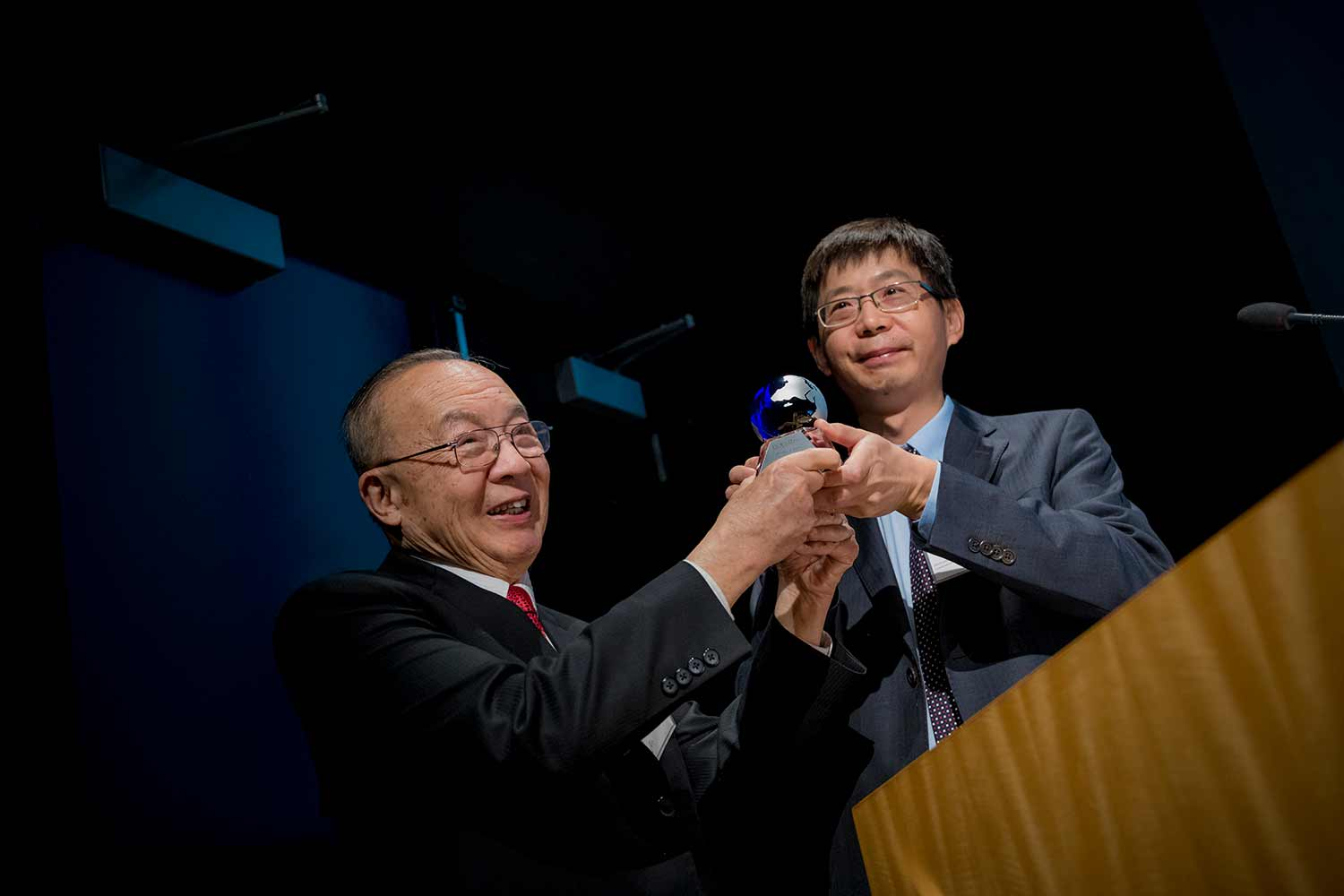 Pioneering Bioengineer Shu Chien Teaches Lessons That Extend Far Beyond Research Lab