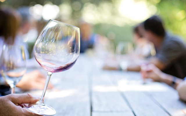 For White Middle Class, Moderate Drinking Is Linked to Cognitive Health in Old Age