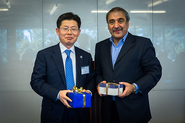 Chancellor Khosla and Ulsan Deputy Mayor Eon Wook Heo.