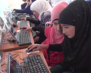 Children in Syrian refugee camp using Learning Equality software