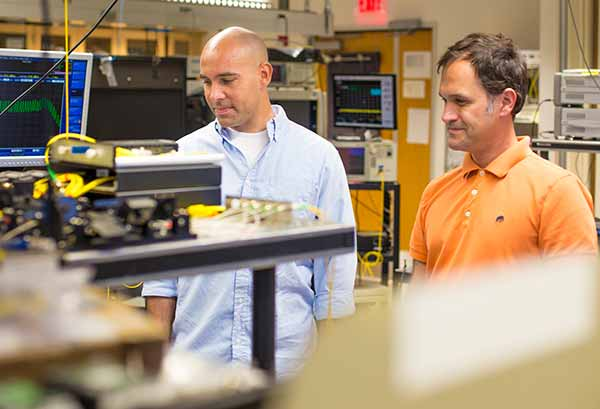 Electrical Engineers Break Power and Distance Barriers for Fiber Optic Communication