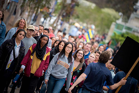 New UC San Diego students tour the campus.