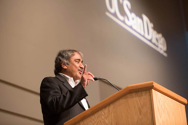 Khosla at Service Awards