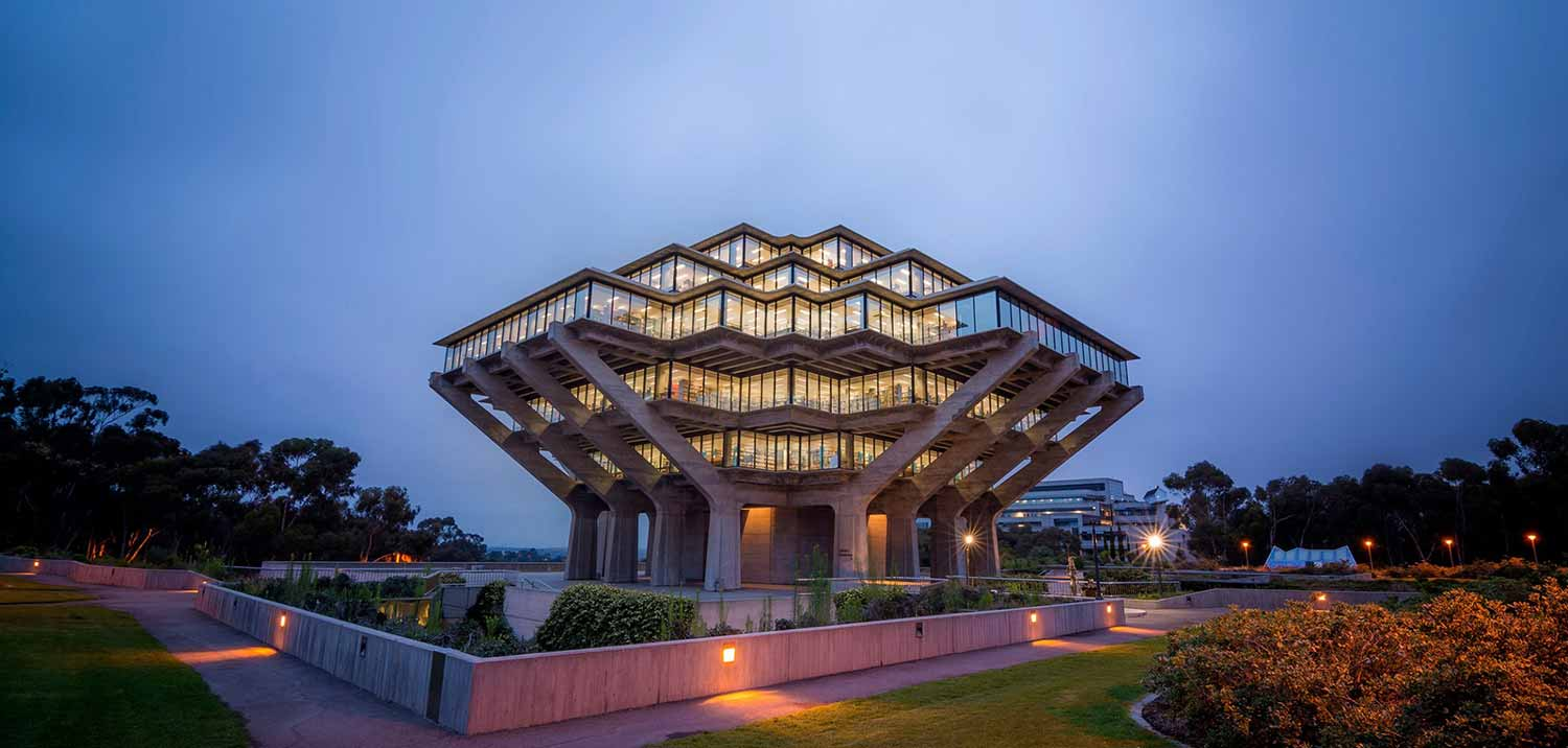 Image:UC San Diego Geisel library at Dusk