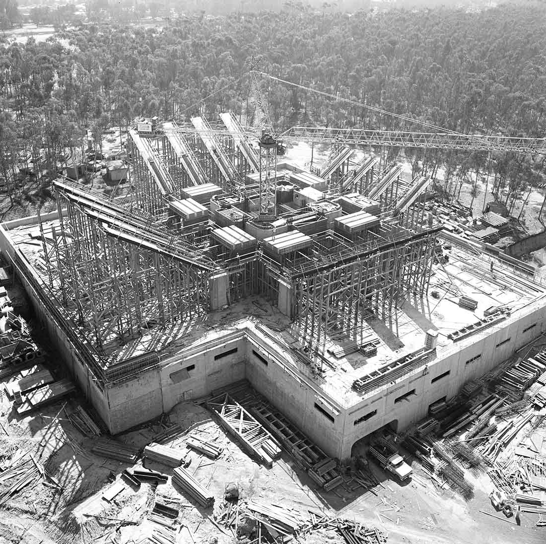 Aerial view of the construction of the UC San Diego Central University Library.